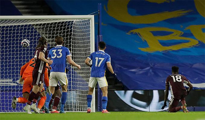 Amartey ghi bàn khá dễ dàng mang về chiến thắng cho Leicester