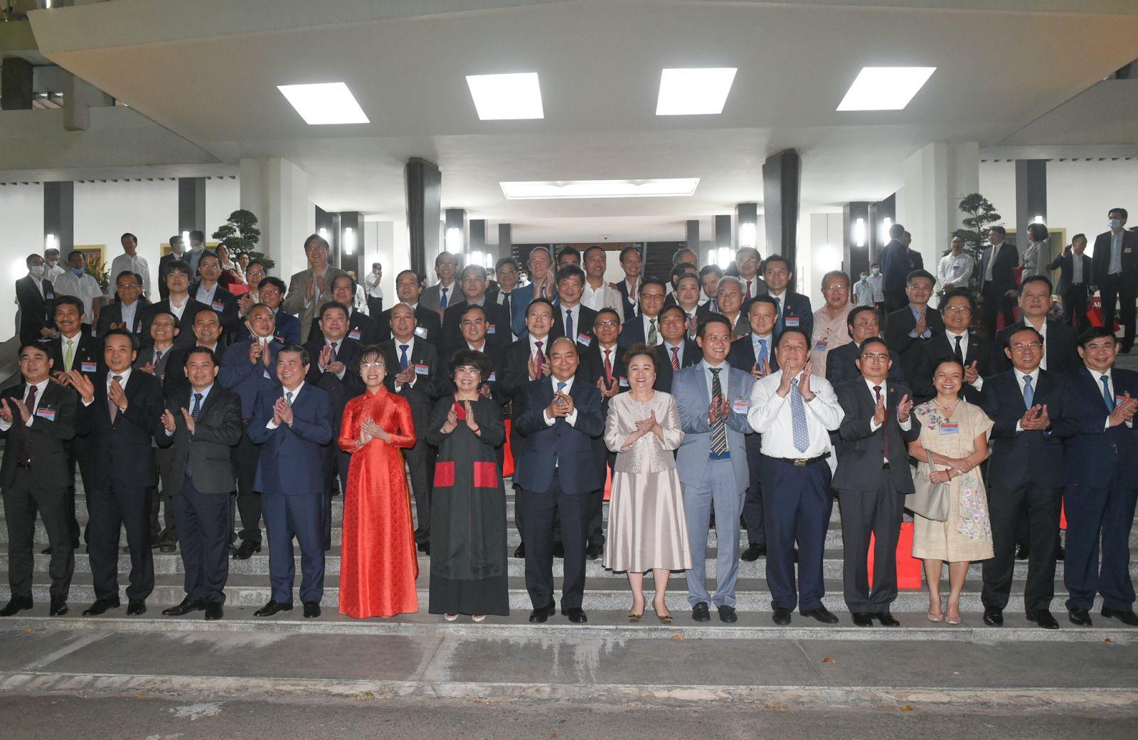 Thủ tướng và các đại biểu dự Đối thoại 2045. Ảnh: VGP/Quang Hiếu