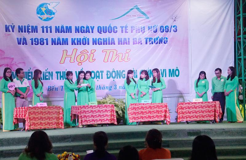 Các cán bộ nữ tham gia phần thi trả lời câu hỏi.