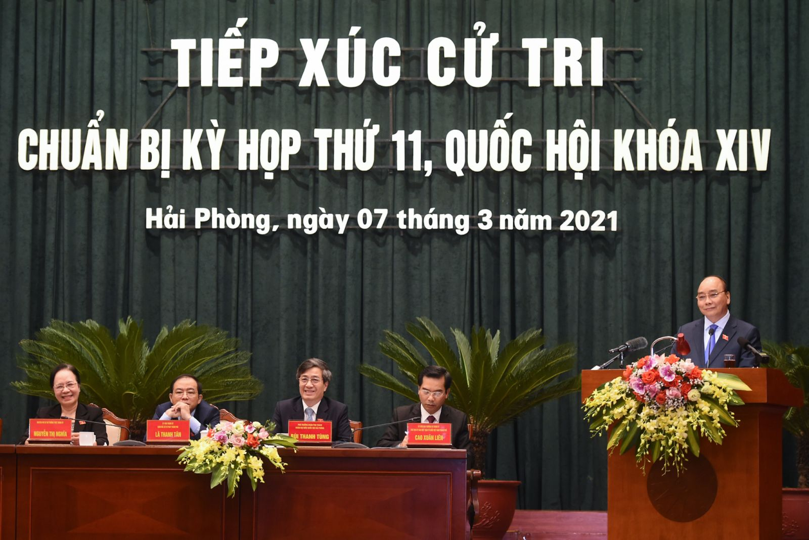 Thủ tướng Nguyễn Xuân Phúc phát biểu tại buổi tiếp xúc cử tri. Ảnh: VGP/Quang Hiếu