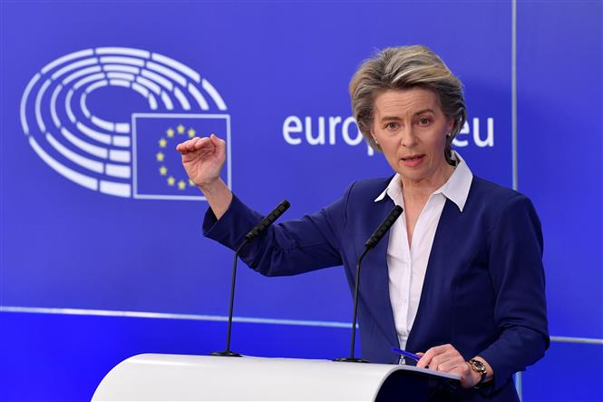 Chủ tịch Ủy ban châu Âu Ursula von der Leyen phát biểu tại cuộc họp báo ở Brussels, Bỉ ngày 20-1-2021. Ảnh: AFP/TTXVN
