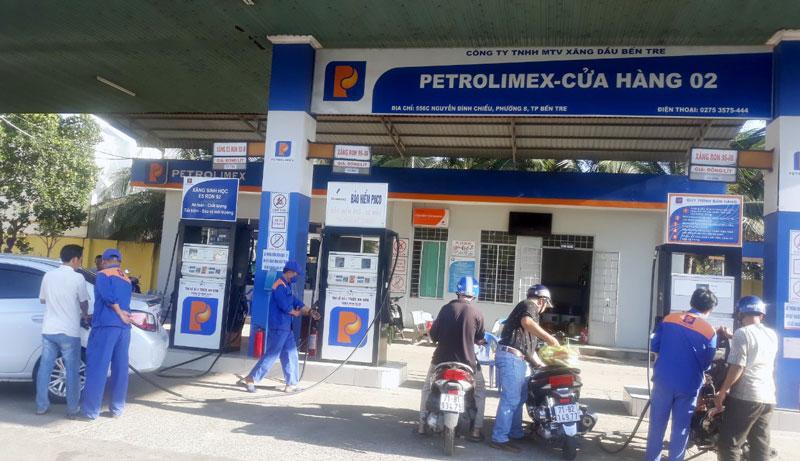 Cửa hàng bán lẻ xăng dầu Phường 8, TP. Bến Tre. Ảnh: Cẩm Trúc