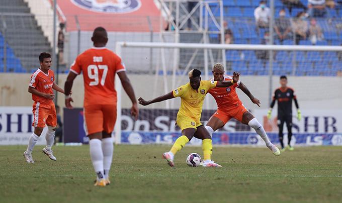 SHB Đà Nẵng (cam) đã có trận thắng thứ ba liên tiếp