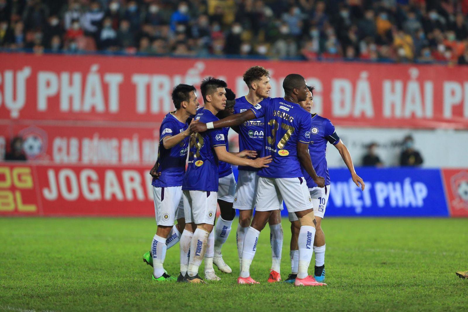 Văn Đại nhân đôi cách biệt cho Hà Nội FC