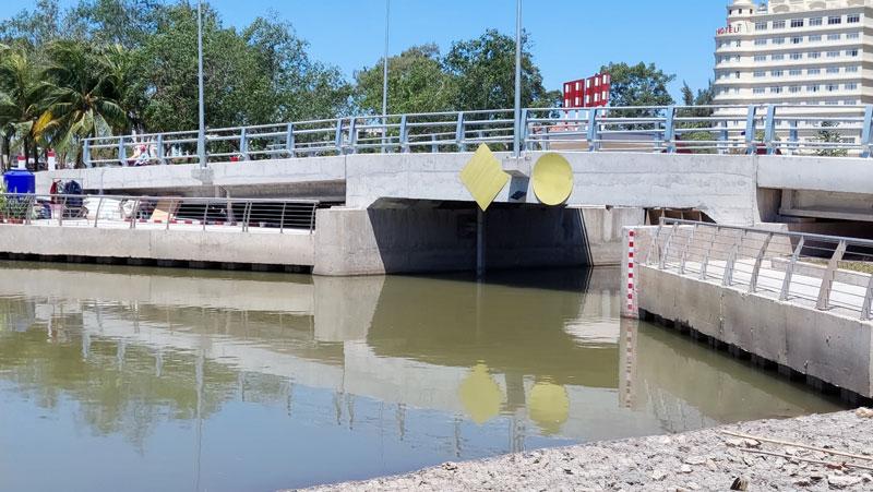 Nước trong đập ngăn mặn trên địa bàn TP. Bến Tre được bảo vệ. Ảnh: Phan Hân
