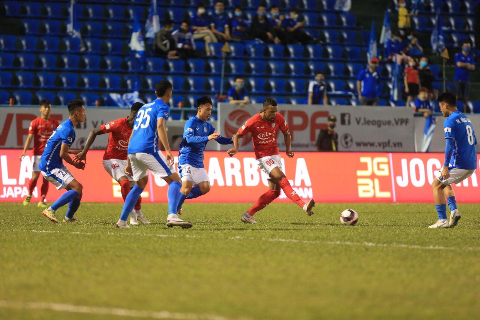 Dario bỏ lỡ những cơ hội ngon ăn ghi bàn gỡ cho TP.HCM