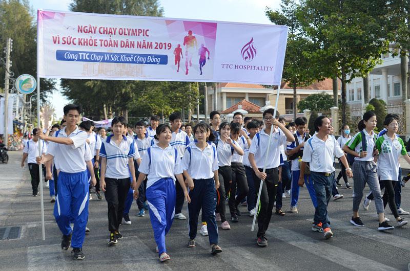 Ngày Chạy Olympic vì sức khỏe toàn dân là hoạt động được tổ chức nhằm tuyên truyền việc luyện tập thể dục thể thao.