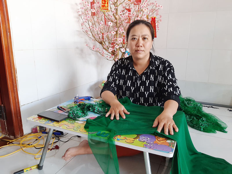 Chị Huỳnh Thị An với công việc thường nhật.