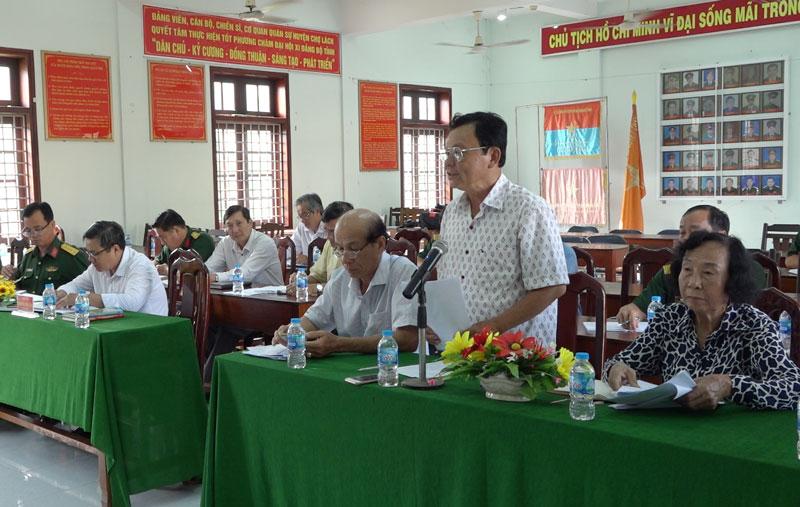 Góp ý kiến cho đề cương lịch sử Lực lượng vũ trang huyện giai đoạn 1945 - 2020. Ảnh: Việt Cường