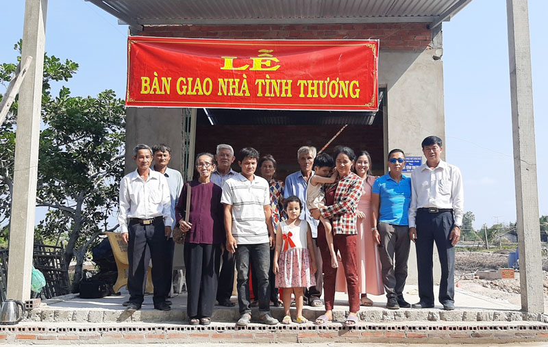 Đại biểu chụp ảnh lưu niệm. Ảnh: Văn Minh