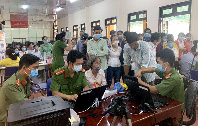 Thu nhận hồ sơ làm thẻ căn cước công dân tại Phòng Cảnh sát quản lý hành chính về trật tự xã hội Công an tỉnh.