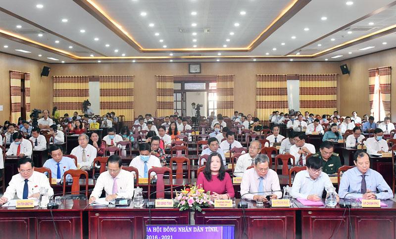 Các đại biểu tham dự kỳ họp.