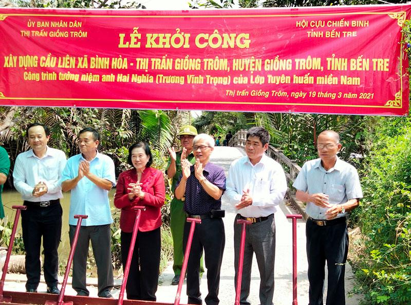 Khởi công xây dựng cầu liên xã thị trấn Giồng Trôm - Bình Hòa.