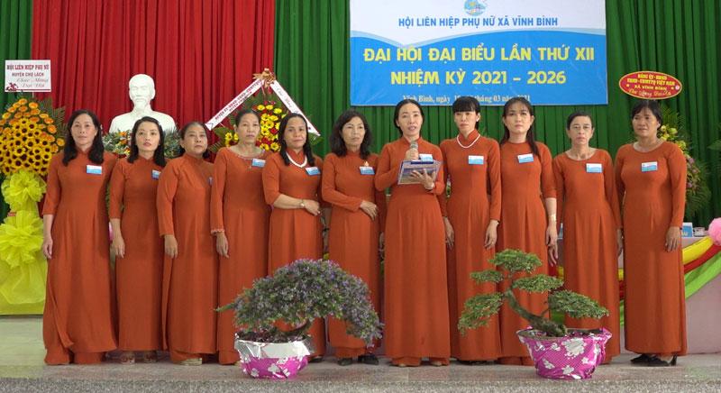 Ban Chấp hành Hội LHPN nhiệm kỳ 2021 - 2026 ra mắt trước Đại hội. Ảnh: Việt Cường