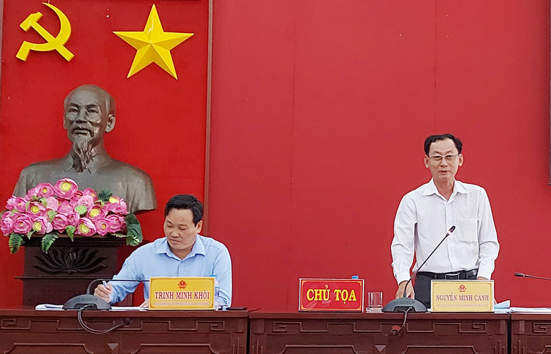 Phó chủ tịch UBND tỉnh Nguyễn Minh Cảnh chủ trì hội nghị.