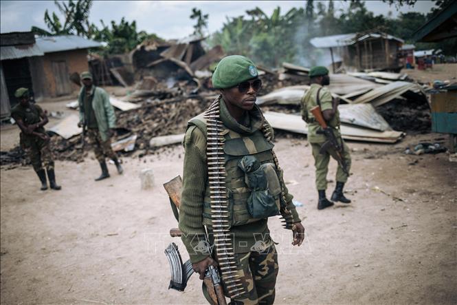 Binh sĩ quân đội CHDC Congo tuần tra tại làng Manzalaho gần Beni sau vụ tấn công của phiến quân ngày 18-2-2020. Ảnh tư liệu: AFP/TTXVN