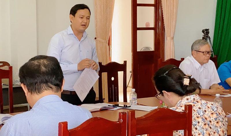 Quyền Chủ tịch Ủy ban MTTQ Việt Nam tỉnh Nguyễn Phúc Linh phát biểu tại buổi giám sát huyện Giồng Trôm. Ảnh: CTV