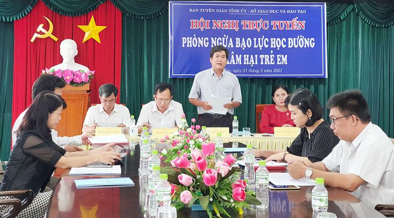 Phó giám đốc Sở GD&ĐT Bùi Minh Nhựt phát biểu tại hội nghị.
