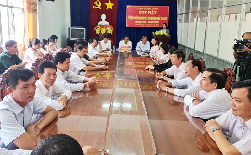 Ủy ban Kiểm tra Tỉnh ủy họp mặt 72 năm Ngày truyền thống ngành kiểm tra Đảng (16-10-1948 -16-10-2020). Ảnh: Quốc Hùng