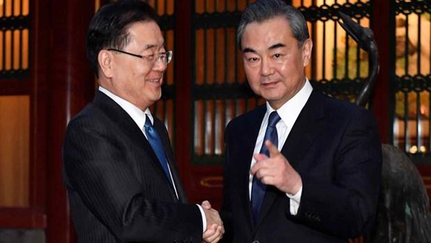 Ngoại trưởng Chung Eui-yong (trái) và Bộ trưởng Vương Nghị trong cuộc gặp năm 2018. (Nguồn: Reuters)