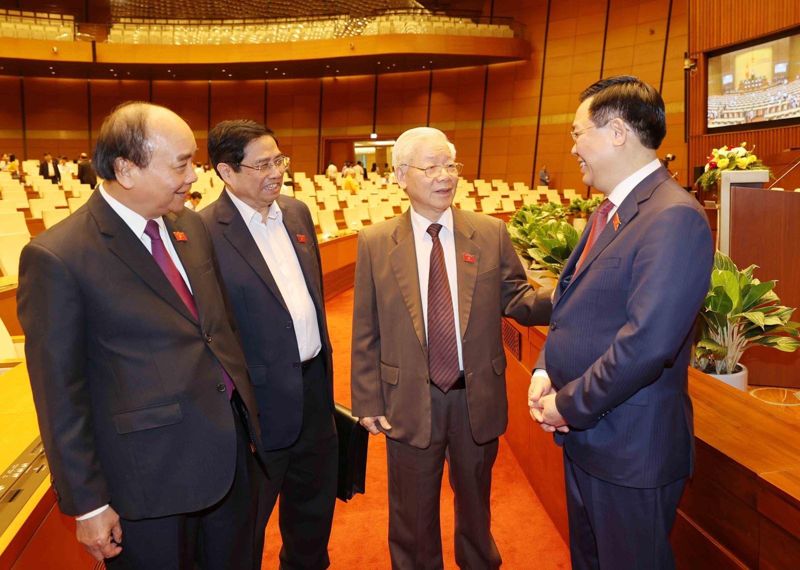 Tổng Bí thư, Chủ tịch nước Nguyễn Phú Trọng với các đồng chí lãnh đạo Đảng, Nhà nước tại phiên họp ngày 2-4-2021. Ảnh: Trí Dung/TTXVN