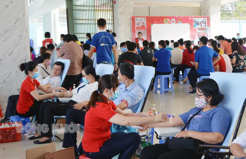 Một hoạt động hiến máu tình nguyện do Hội Chữ thập đỏ tỉnh tổ chức.