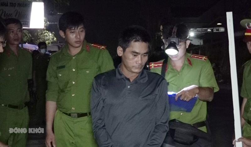 Đối tượng Nguyễn Văn Hưng tại buổi thực nghiệm điều tra.