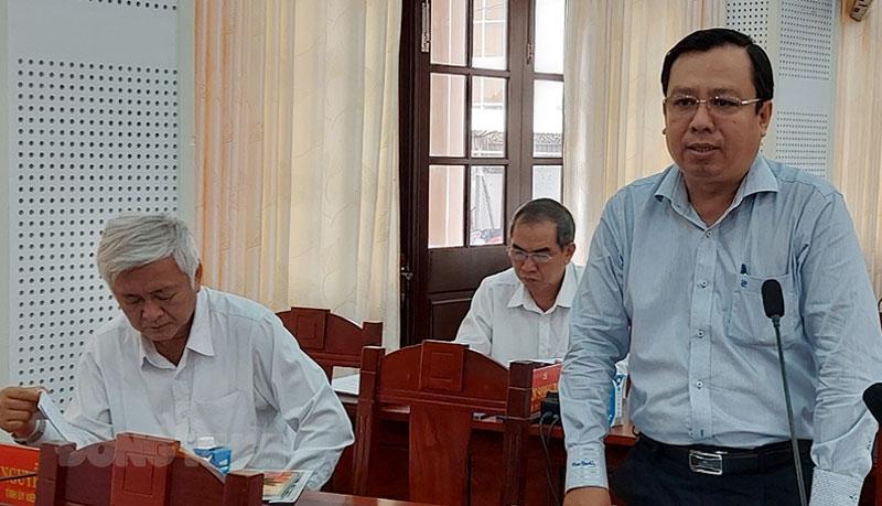 Giám đốc Sở Tài nguyên và Môi trường Bùi Minh Tuấn phát biểu tại tổ. Ảnh: Phan Hân