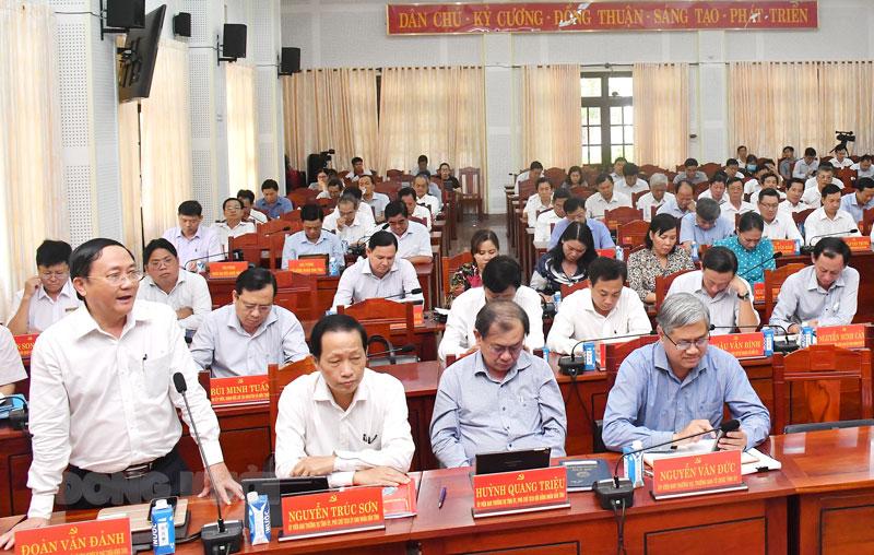 Giám đốc Sở Nông nghiệp và Phát triển nông thôn Đoàn Văn Đảnh phát biểu thảo luận tại hội trường. Ảnh: Hữu Hiệp