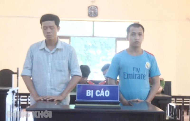 Bị cáo Sang và Lâm tại phiên tòa.