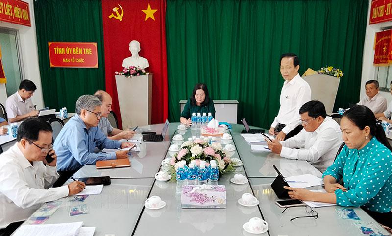 Phó chủ tịch Thường trực UBND tỉnh Nguyễn Trúc Sơn phát biểu tại tổ thảo luận. Ảnh: Hữu Hiệp