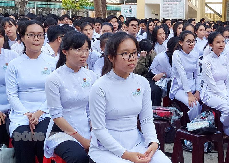 Học sinh Trường THPT Nguyễn Đình Chiểu. Ảnh: Phan Hân