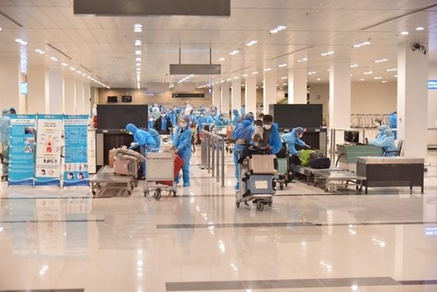 Các công dân trở về làm thủ tục nhập cảnh tại sân bay. Ảnh: Chanh Đa/TTXVN