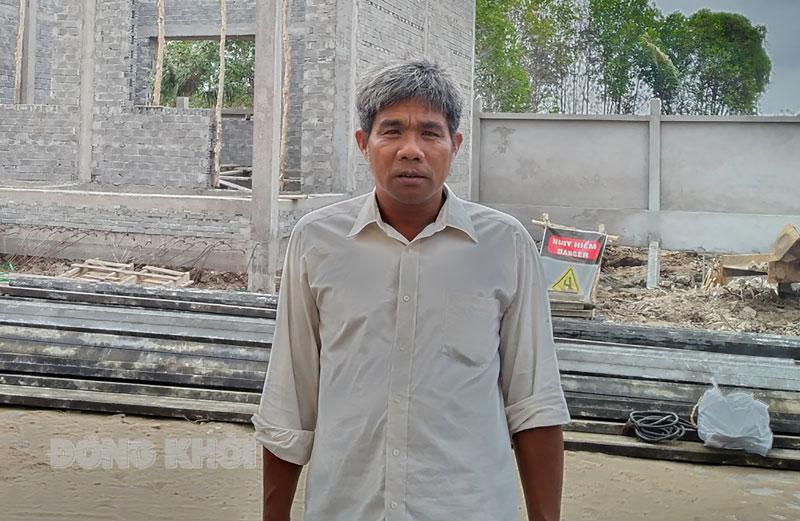 Ông Trần Văn Rồi rất nhiệt tình với công tác giáo dục. Ảnh: H. Đức