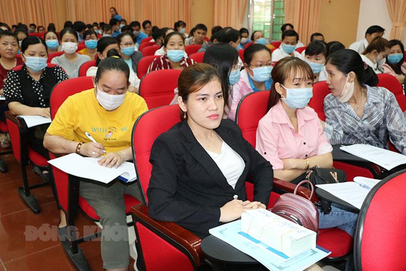 Cán bộ công đoàn cơ sở trực thuộc tham dự tập huấn.
