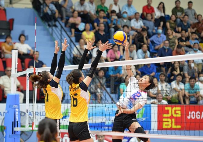 Các cô gái Đăk Lăk (áo trắng) phải nhận trận thua thứ 3 liên tiếp
