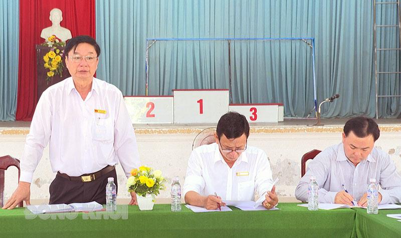 Bí thư Huyện ủy Lê Văn Khê phát biểu. Ảnh: Văn Minh