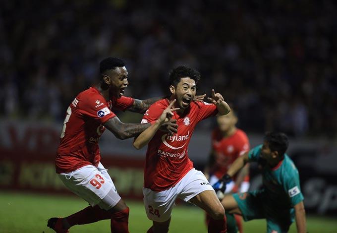 Tiền vệ Lee Nguyễn lập công nhưng không thể giúp TP,HCM chiến thắng.