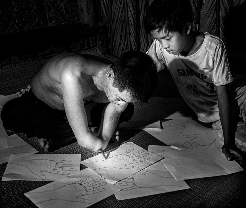 """Tác phẩm """"Vẽ ước mơ"""" của nghệ sĩ nhiếp ảnh Trung Hiếu."""