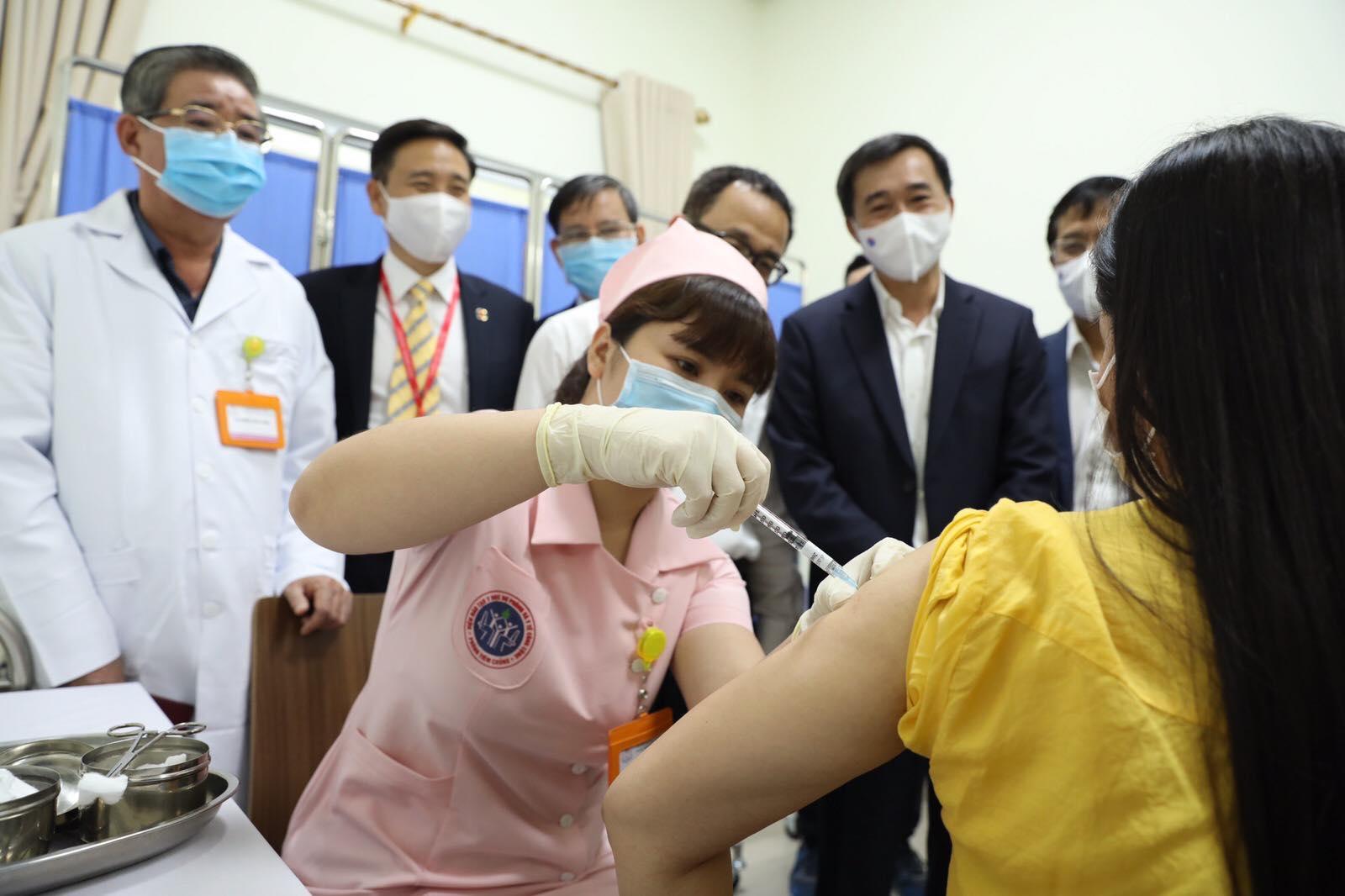 Vaccine COVIVAC- vaccine phòng COVID-19 thứ 2 của Việt Nam do IVAC nghiên cứu, phát triển đã bước vào thử nghiệm mũi 2 giai đoạn 1 ngày 12-4-2021.