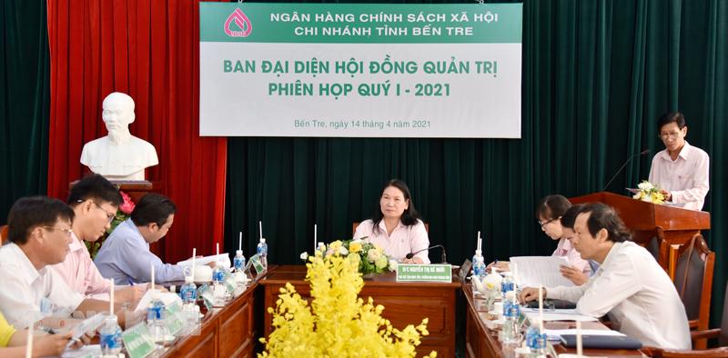 Phó chủ tịch UBND tỉnh Nguyễn Thị Bé Mười chủ trì phiên họp.