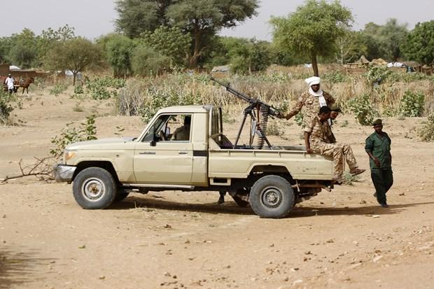 Lực lượng an ninh Sudan tuần tra tại El Geneina, bang Tây Darfur. Ảnh: AFP/TTXVN