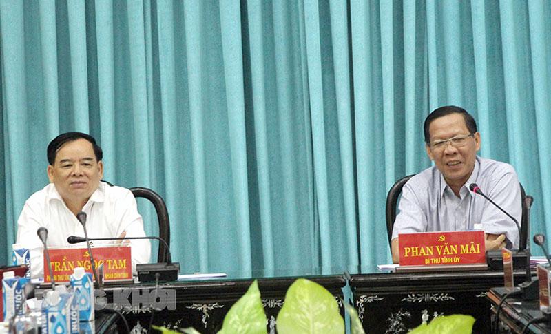 Bí thư Tỉnh ủy - Chủ tịch HĐND tỉnh Phan Văn Mãi phát biểu kết luận cuộc họp.