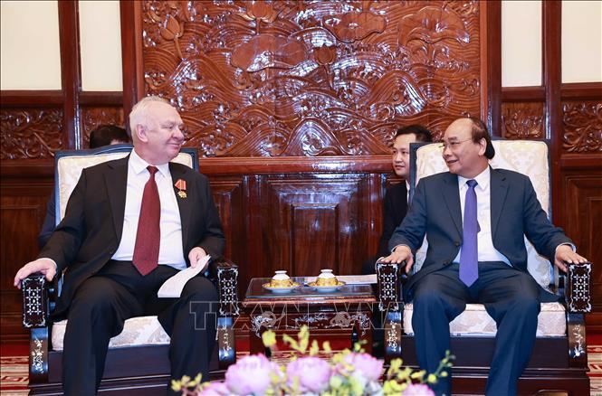 Chủ tịch nước Nguyễn Xuân Phúc tiếp Đại sứ Liên bang Nga tại Việt Nam Konstantin Vnukov. Ảnh: TTXVN