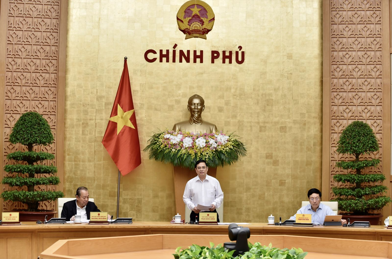 Thủ tướng Phạm Minh Chính chủ trì phiên họp Chính phủ ngày 15-4-2021. Ảnh: VGP/Nhật Bắc