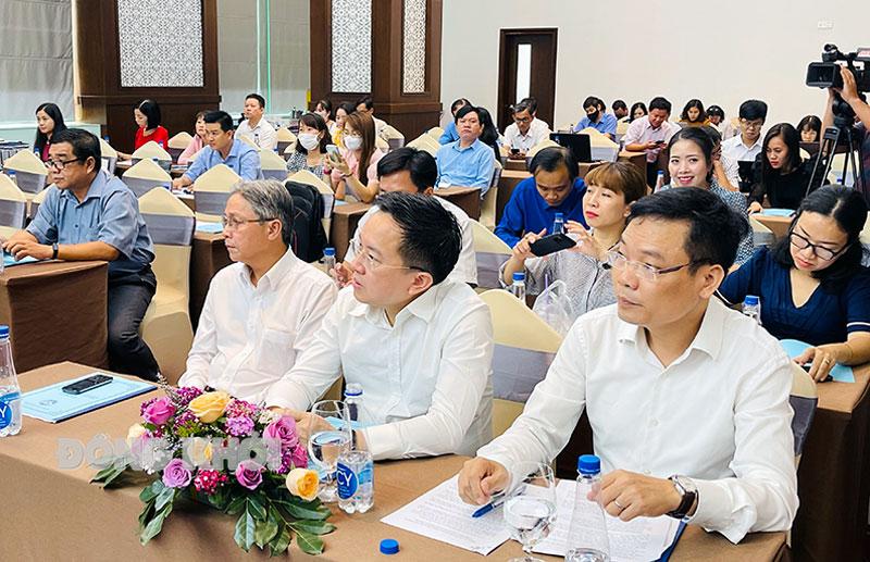 Các học viên tham gia buổi hội nghị tập huấn báo chí.