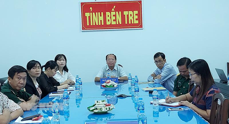 Giám đốc Sở Y tế Ngô Văn Tán chủ trì tại điểm cầu tỉnh.