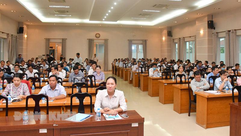 Các đại biểu dự hội nghị tập huấn.