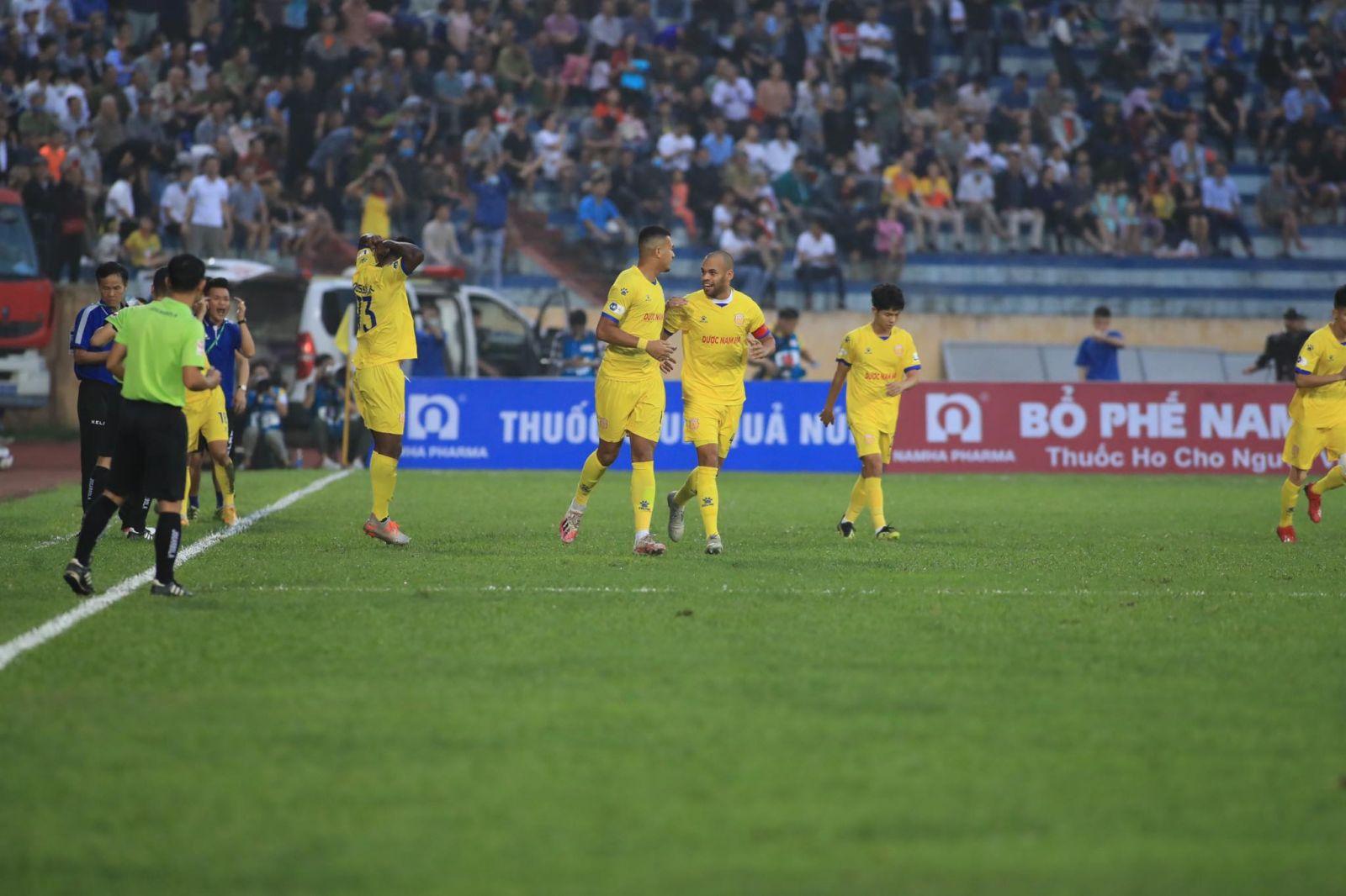 Nhưng Nam Định vẫn có 3 điểm nhờ sự toả sáng của bộ đôi ngoại binh là Konan và Rodrigo