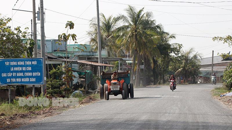 Tuyến giao thông kết hợp ngăn mặn giữa 3 huyện biển (đoạn qua địa bàn xã Thạnh Trị, huyện Bình Đại) đã thông tuyến giai đoạn 1, với chiều dài 12,6km vào đầu năm 2021.  Ảnh: T. Thảo